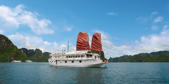 halong-bay-traditional-cruise